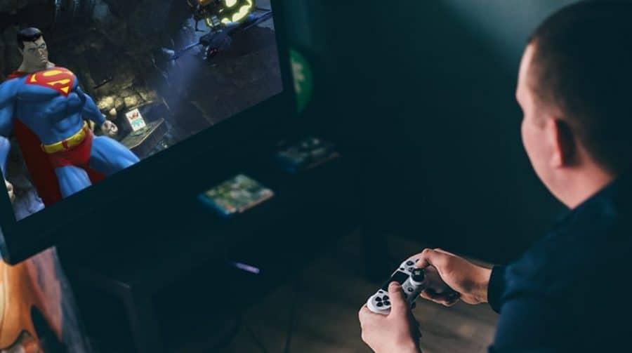 OMS faz campanha encorajando pessoas a ficarem em casa jogando videogame