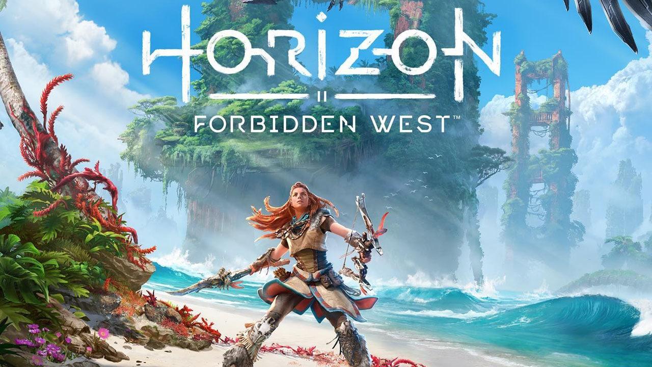 Imagem de capa de Horizon Forbidden West com a protagonista Aloy segurando um arco e flecha em uma praia
