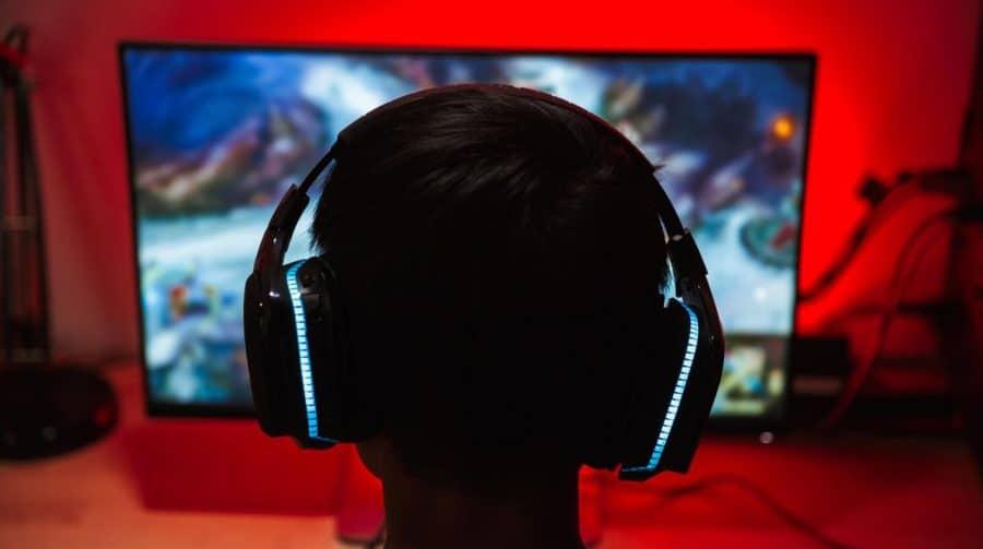 Jogadores poderão reportar abuso via chat de voz no PS5, anuncia Sony