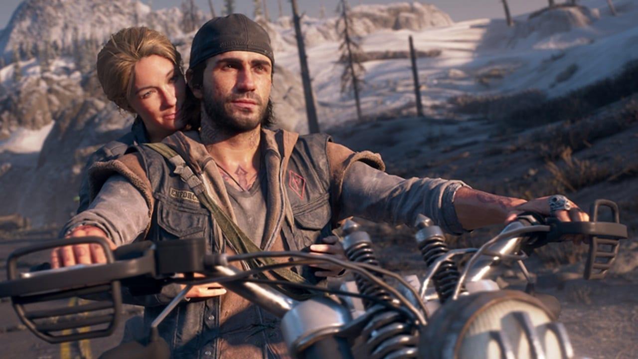 Protagonista de Days Gone andando de motocicleta com sua esposa na garupa.