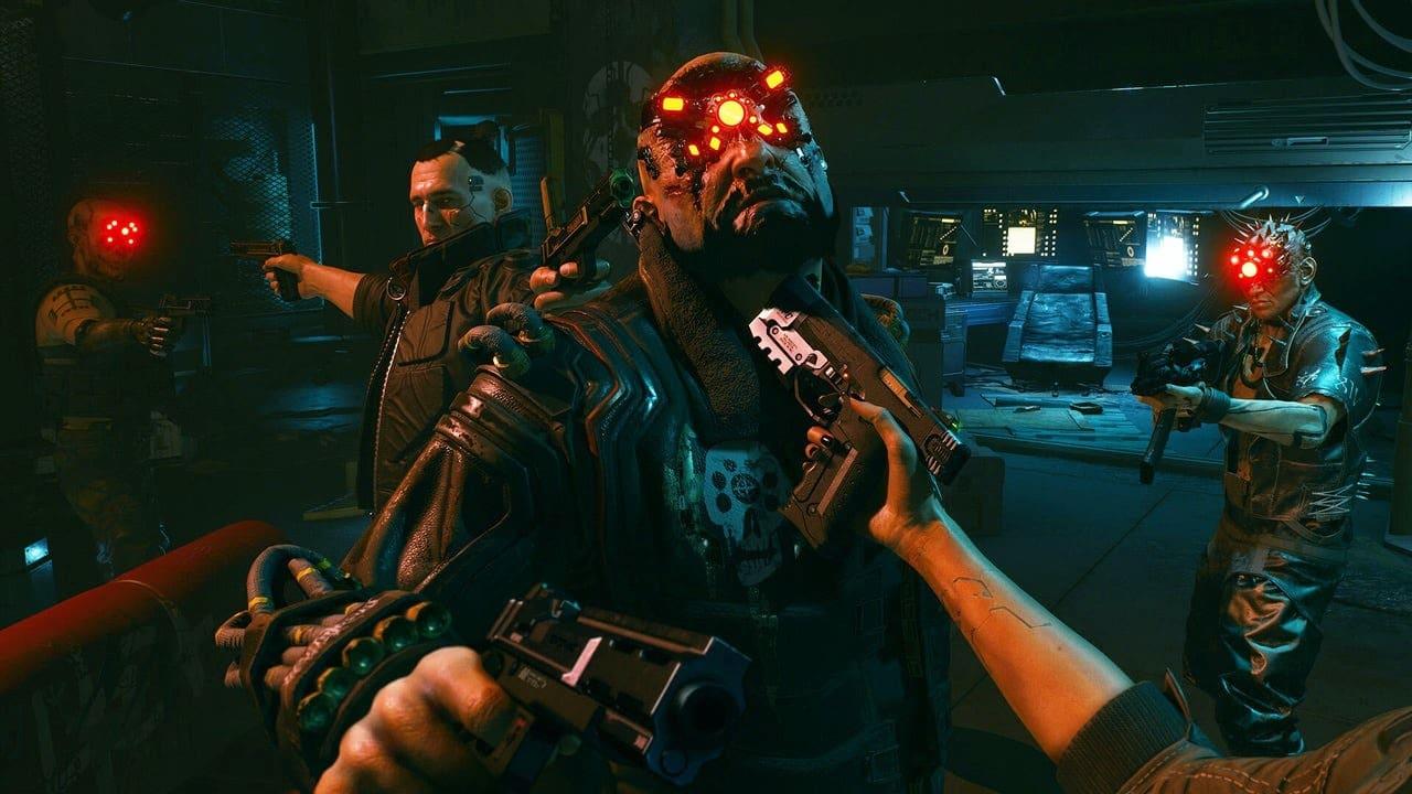 Personagens de Cyberpunk 2077 com armas apontadas uns para os outros.
