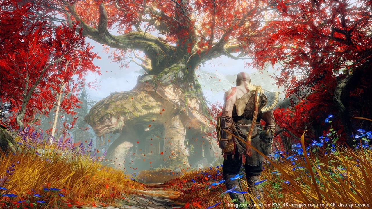 Kratos, de God of War, olhando para um animal na floresta.
