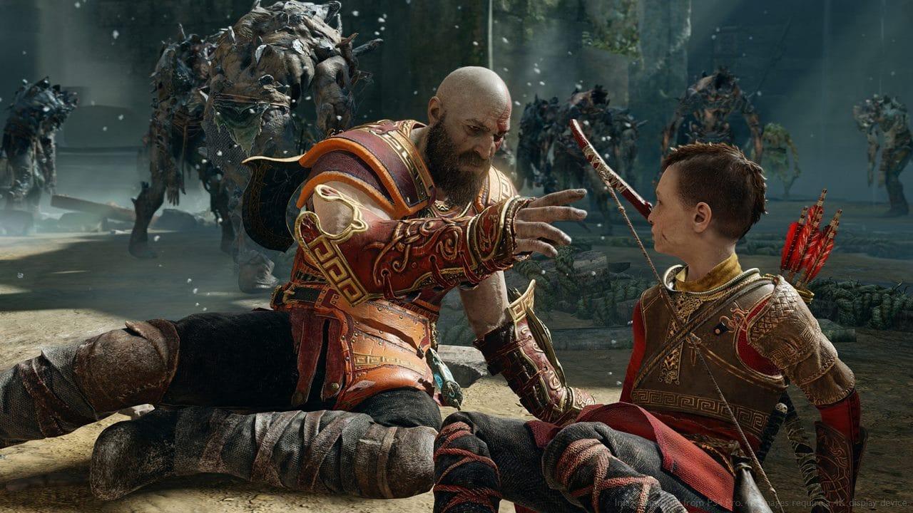 Kratos e Atreus rodeados por monstros em God of War.