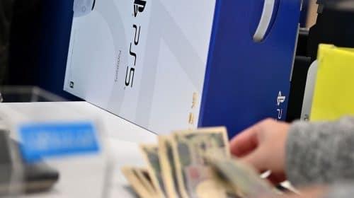 Varejista do Reino Unido é criticada por facilitar venda de PS5 à cambistas