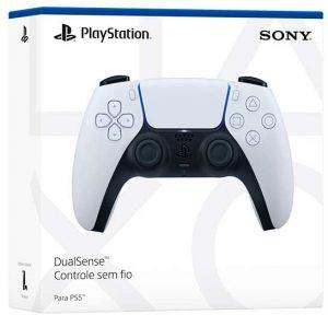 Caixa do controle sem fio DualSense nas cores originais, branco e preço, com imagem do dispositivo e impressos do nome e marca