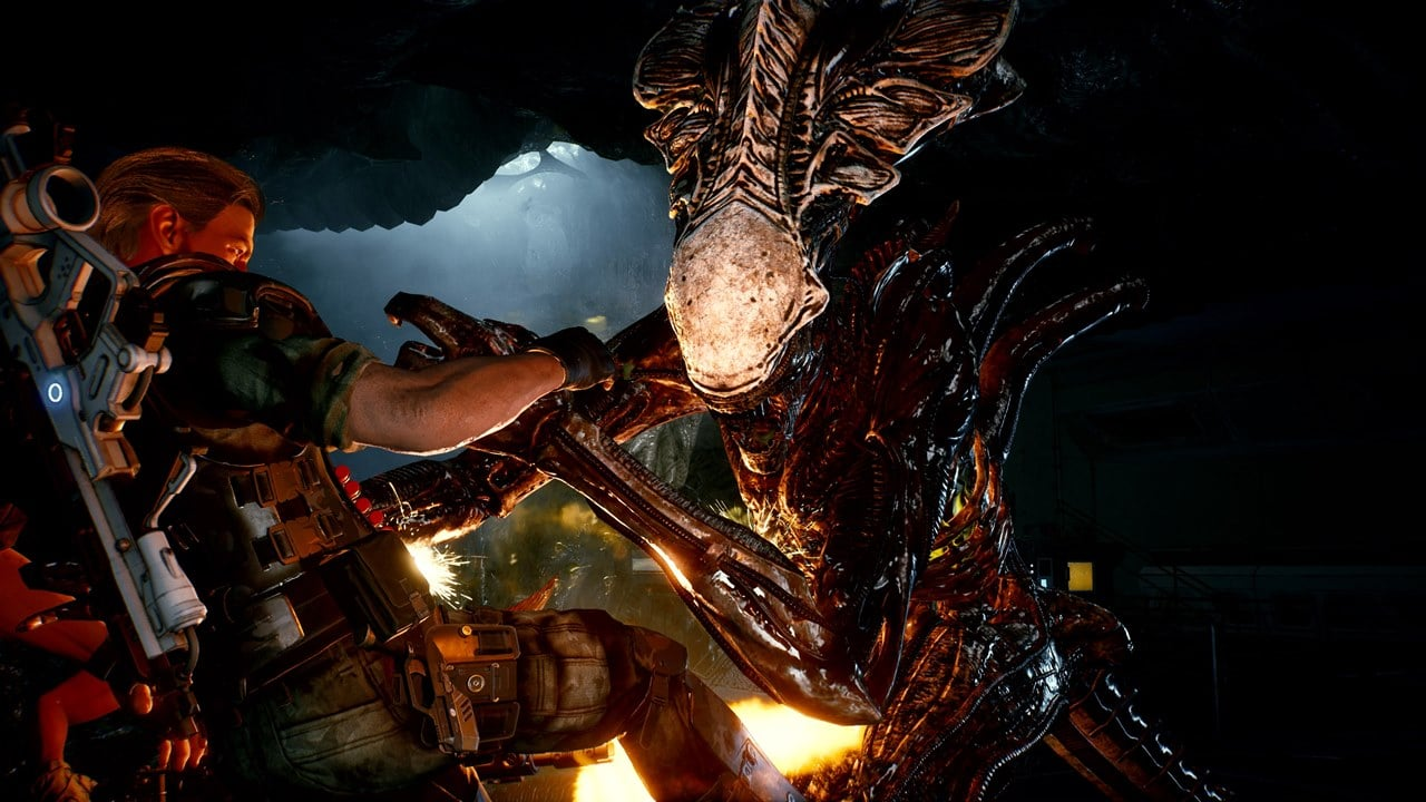 Soldado enfrentando uma espécie de Xenomorfo em Aliens Fireteam