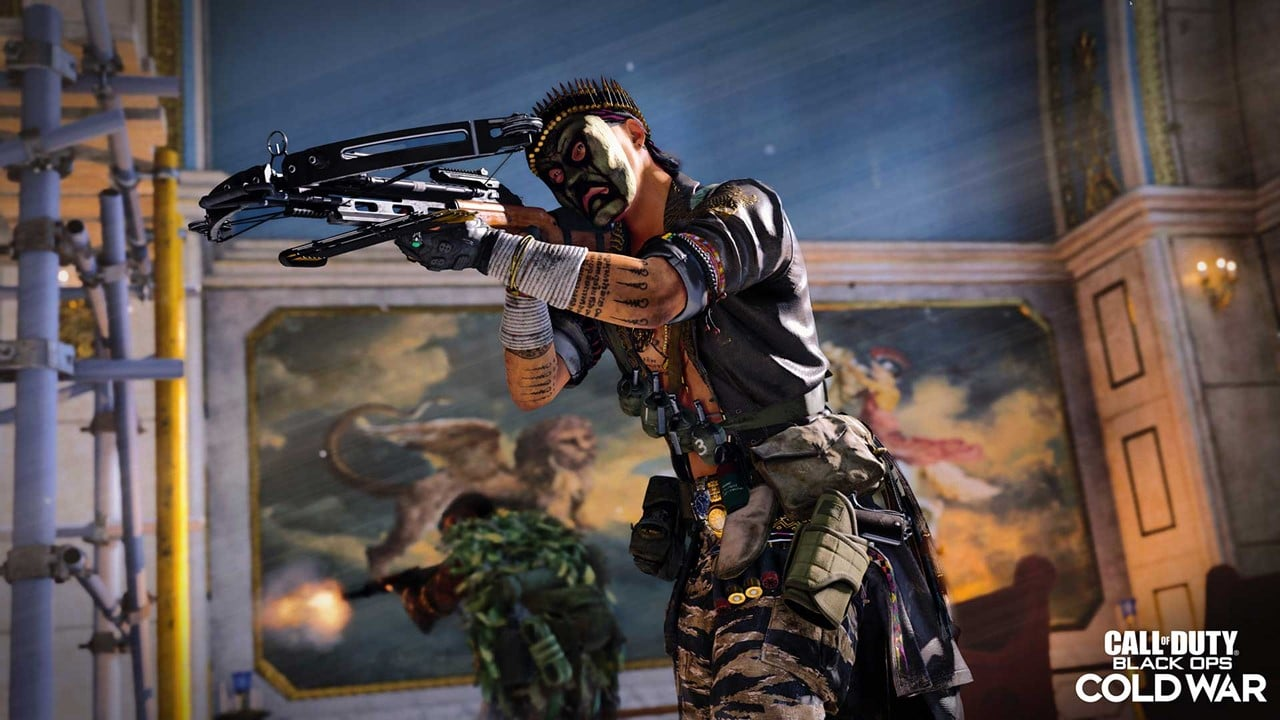 Personagem de Call of Duty Warzone mirando no inimigo com uma crossbow.