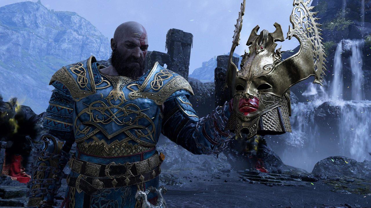 Kratos, de God of War, segurando a cabeça de uma Valquíria em uma montanha nevada.