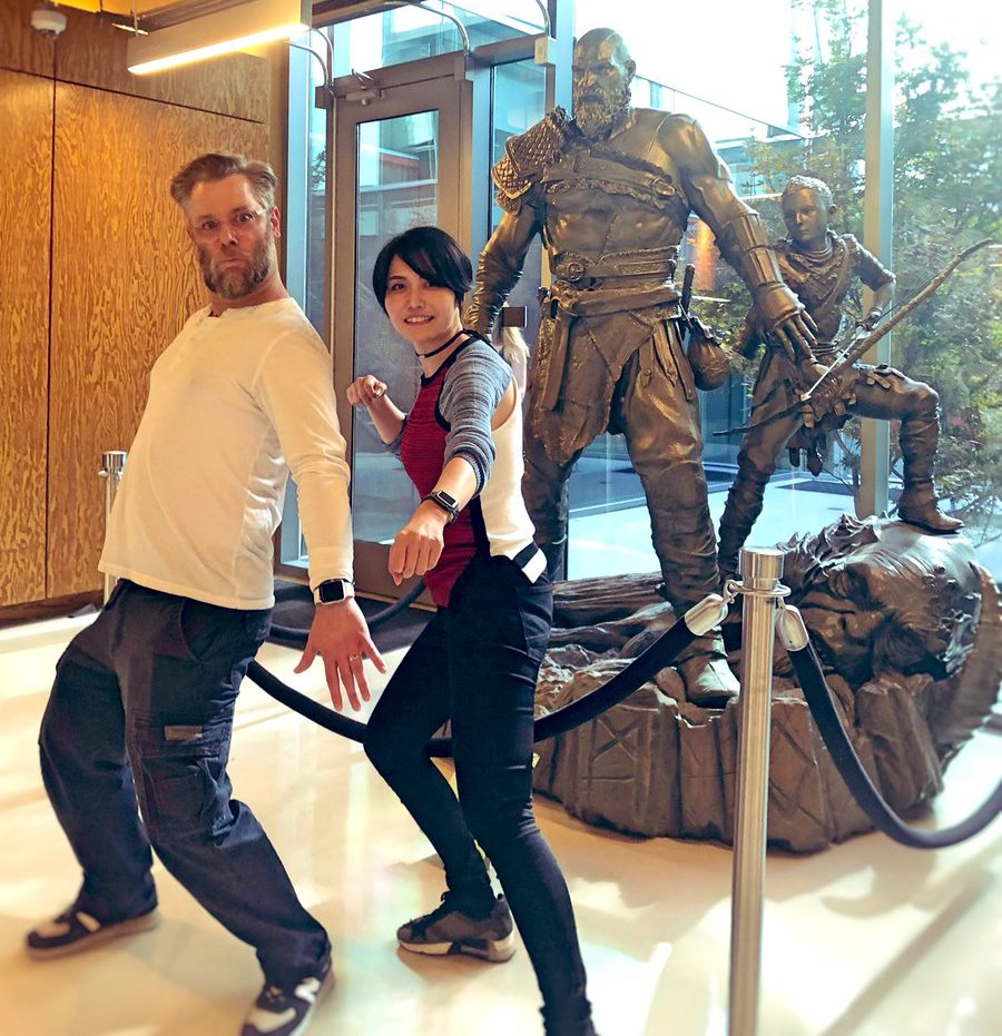 Ikumi, ex-bethesda, visitando a Santa Monica Studios
