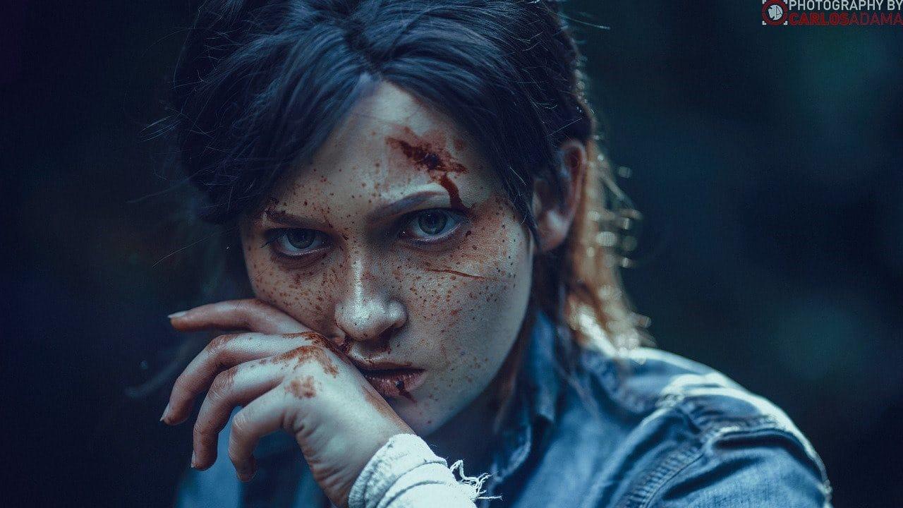 Cosplayer de Ellie de The Last of Us Part II