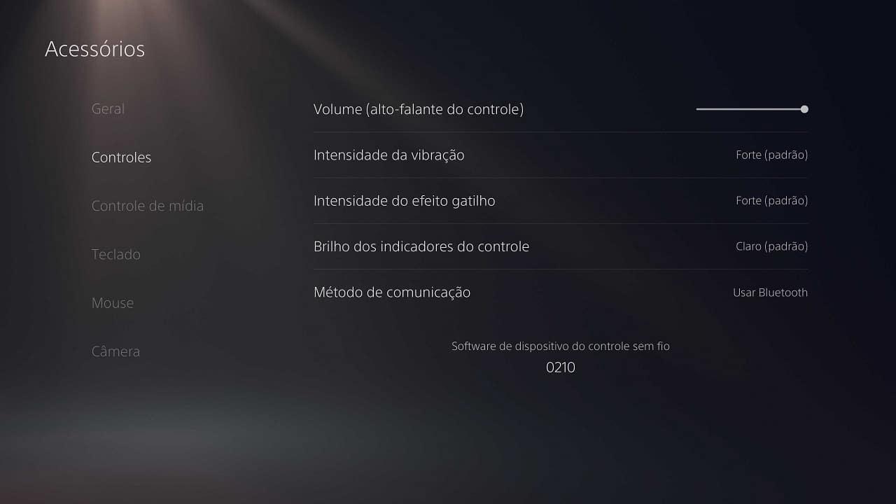 menu do ps5 com as configurações do dualsense: ajustar brilho dos indicadores, intensidade do efeito gatilho e vibração