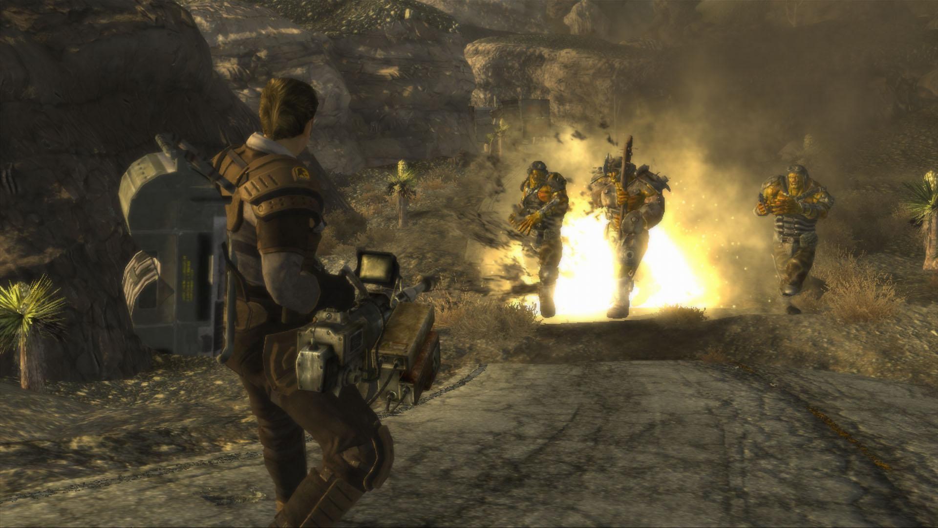 Fallout: New Vegas - cena do jogo mostrando personagem com metralhadora atirando em três inimigos