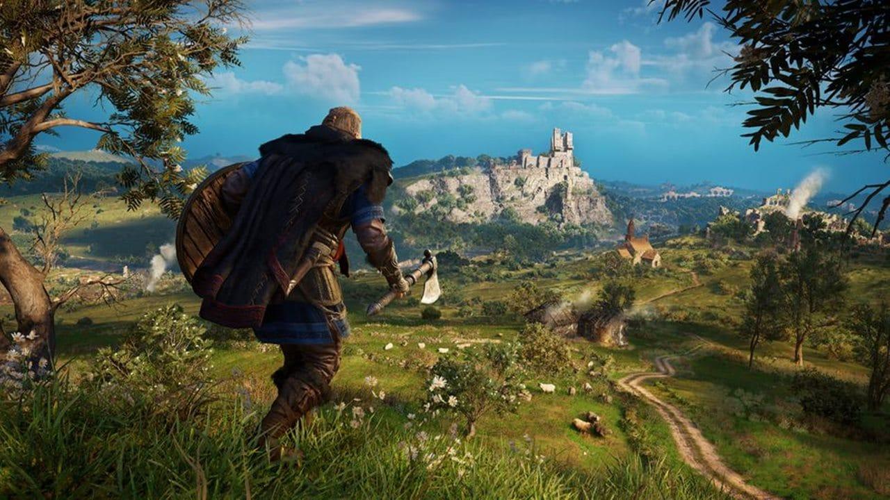 Eivor, Viking de Assassin's Creed Valhalla, em uma colina olhando para a paisagem europeia.