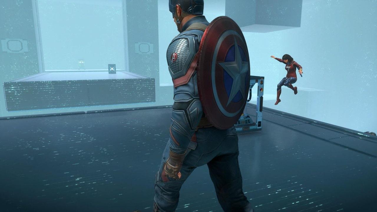 Imagem do Capitão América em Marvel's Avengers de lado andando com o seu escudo nas costas