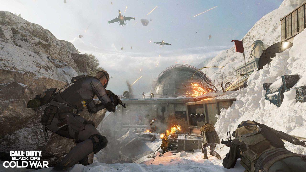 Imagem de capa do novo mapa da 3ª temporada de Warzone e Cold War com soldados armados, aviões de guerra e explosões