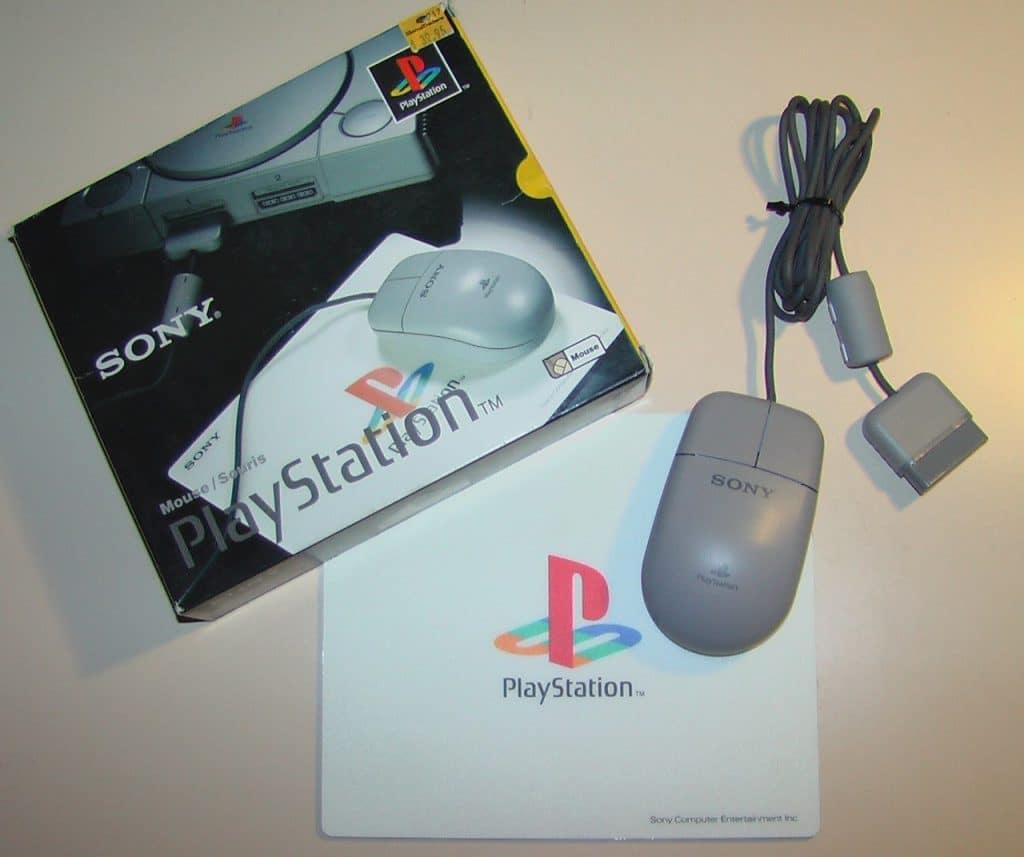Imagem do PlayStation Mouse, sua caixa e o mousepad