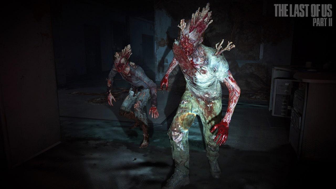Dois stalkers com fungos saindo do corpo enquanto se movimentam no escuro. Eles são inimigos que aparecem em The Last of Us Part II.