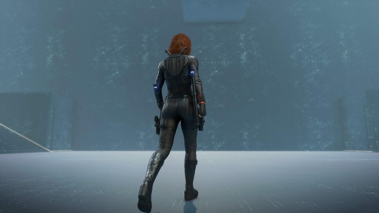 Imagem de Viúva Negra em Marvel's Avengers andando de costas
