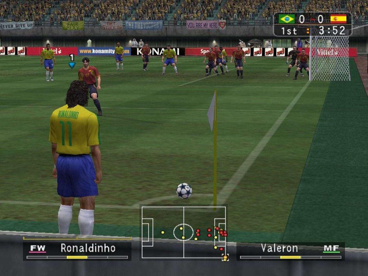 Imagem de Winning Eleven 7, jogo de PlayStation 2, com jogadores em campo e Ronaldinho Gaúcho pronto para bater o escanteio.