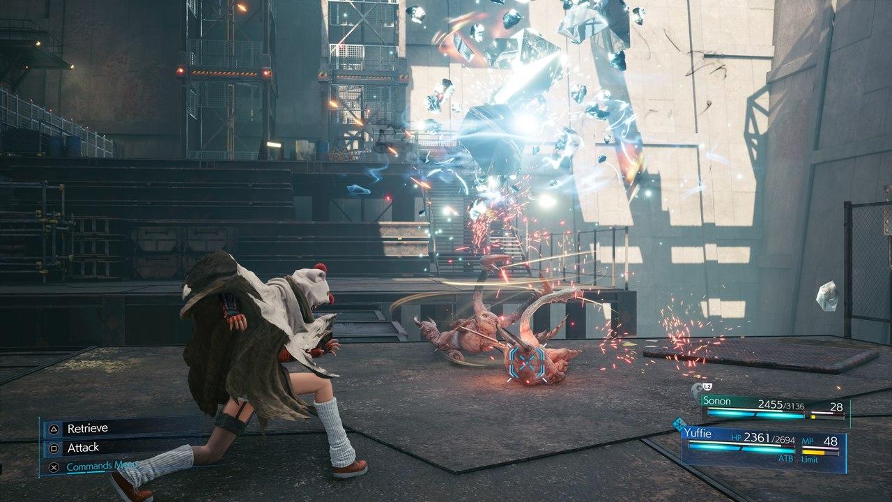 Imagem da personagem Yuffie lançando uma skuriken de raio em Final Fantasy VII Remake