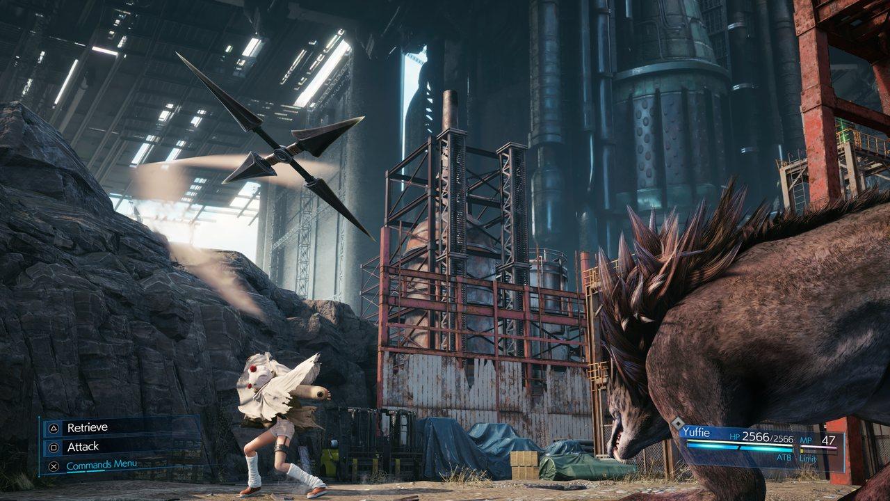 Imagem da personagem Yuffie lançando uma skuriken em Final Fantasy VII Remake