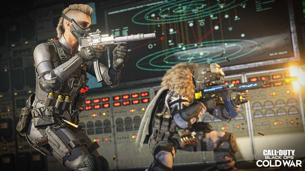 Dois novos operadores de Warzone atirando com metralhadoras em algum inimigo.