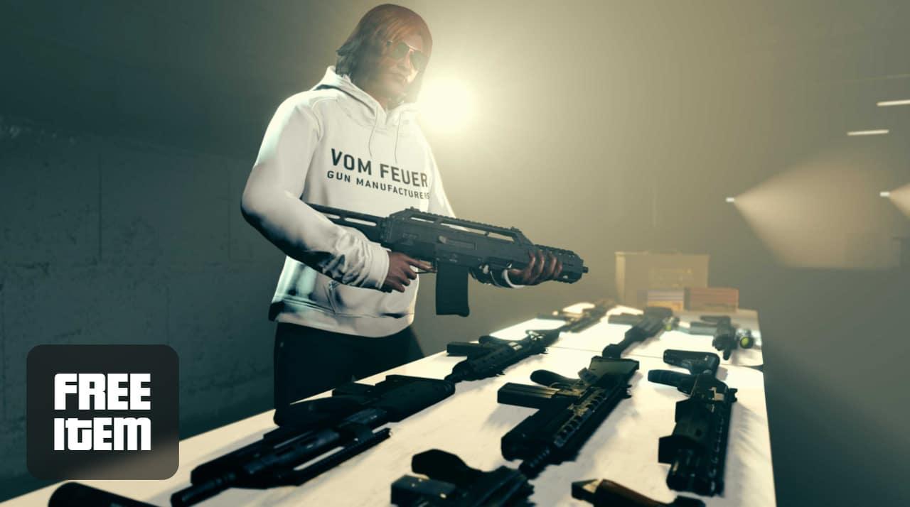 Imagem de capa de uma personagem de GTA Online com moletom branco e segurando uma arma