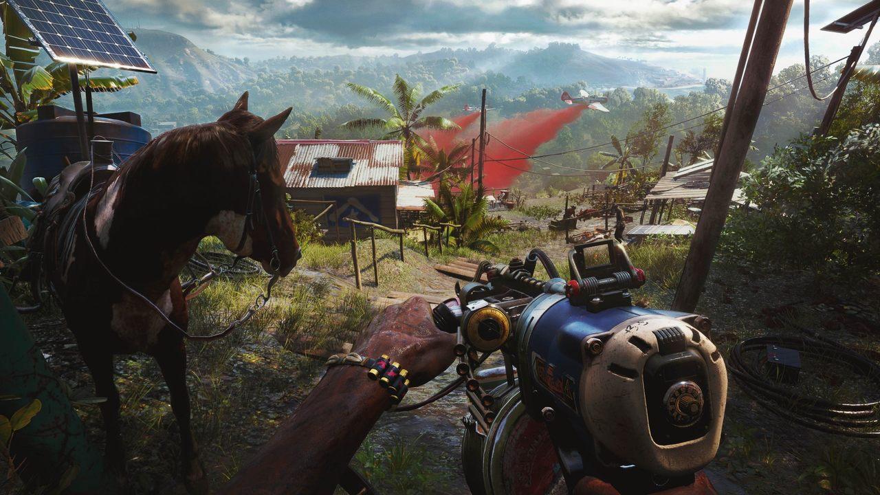 Imagem de capa com o protagonista de Far Cry 6 segurando uma arma e um cavalo na sua frente, em uma região com vegetação