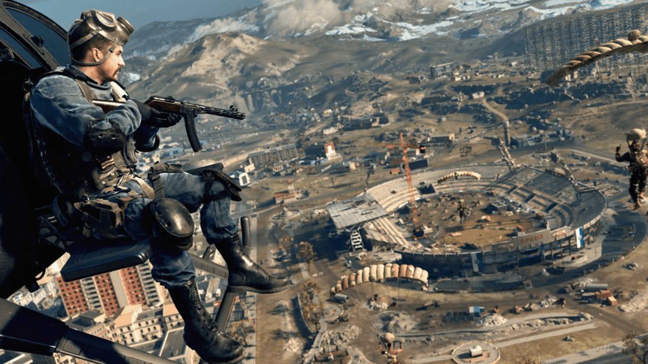 Imagem de capa de um soldado armado em um helicóptero observando o mapa de Verdansk, de Call of Duty: Warzone
