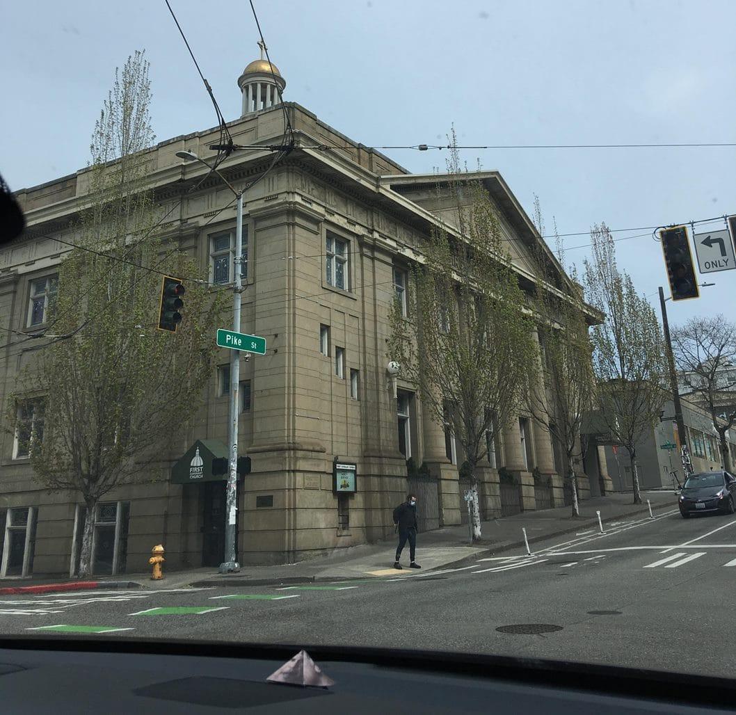 Rua do centro de Seattle, que é reproduzido no jogo The Last of Us 2.