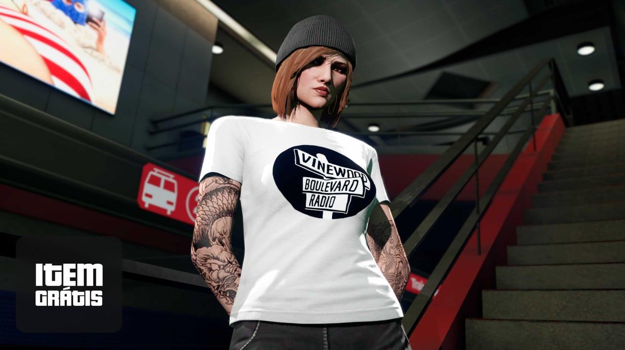 Imagem da camiseta grátis de GTA Online com uma personagem de toca em destaque