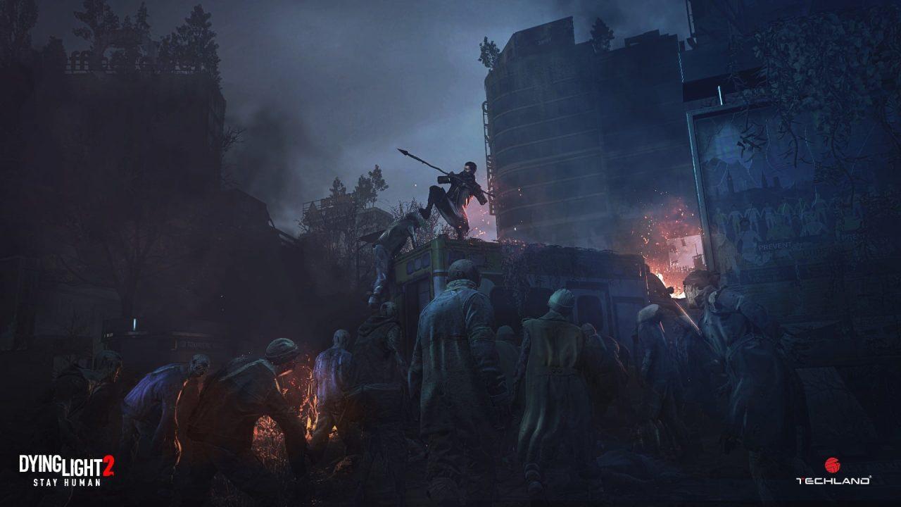 Imagem de capa do jogo Dying Light 2 com um personagem segurando uma lança e vários zumbis em volta