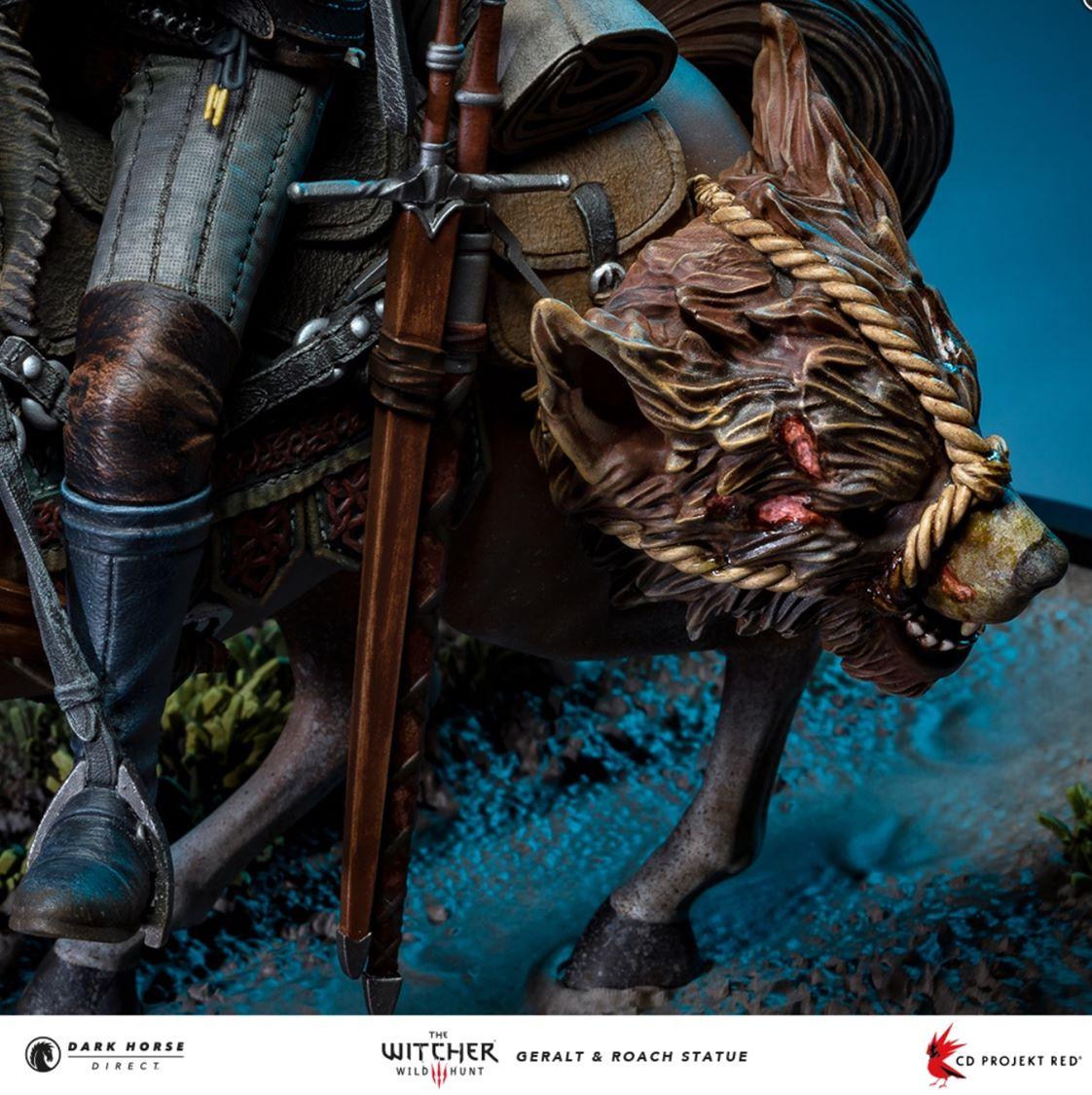 Estatueta de Geralt e Carpedado, de The Witcher.