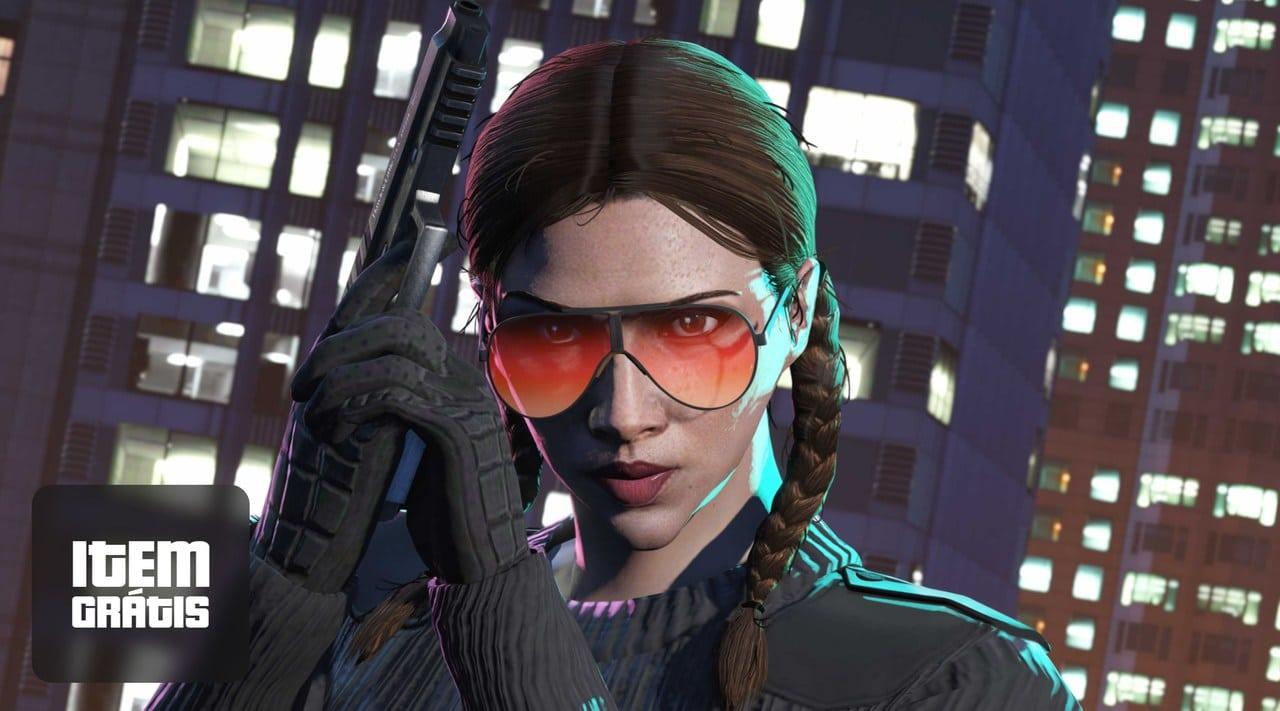 Imagem de uma personagem de GTA Online usando um óculos grande e segurando uma arma