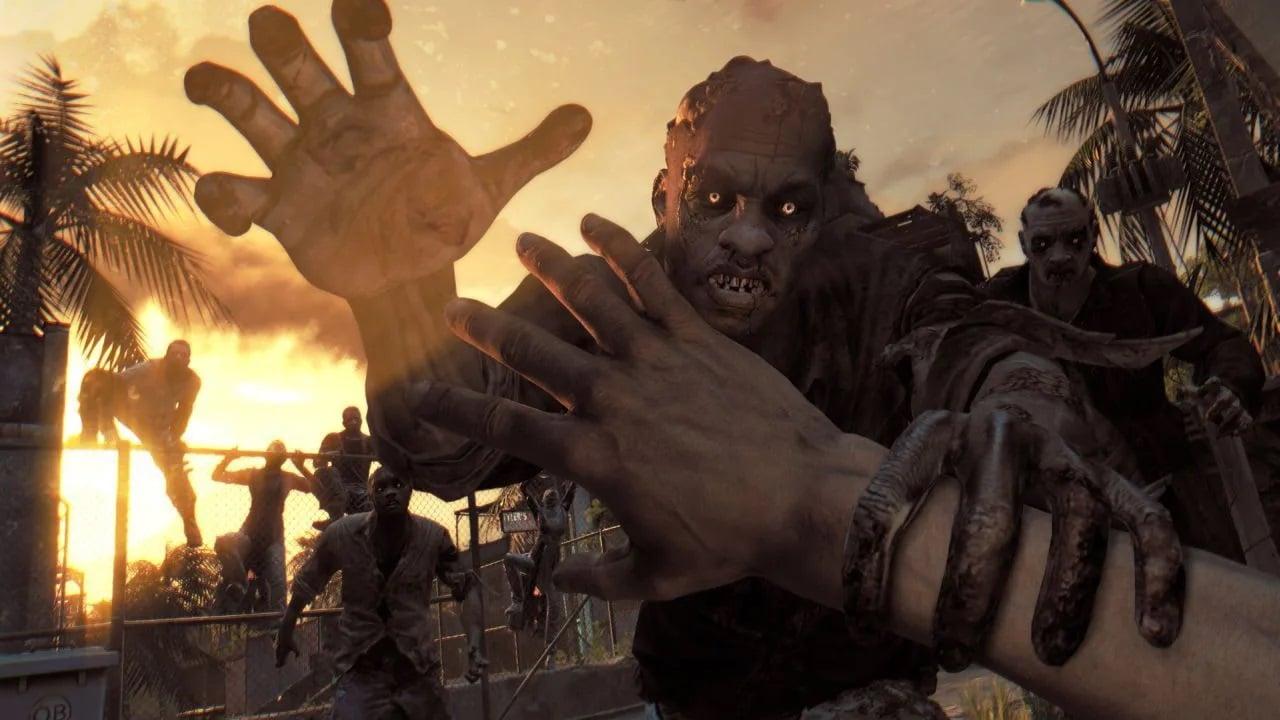 Zumbi atacando o protagonista de Dying Light.