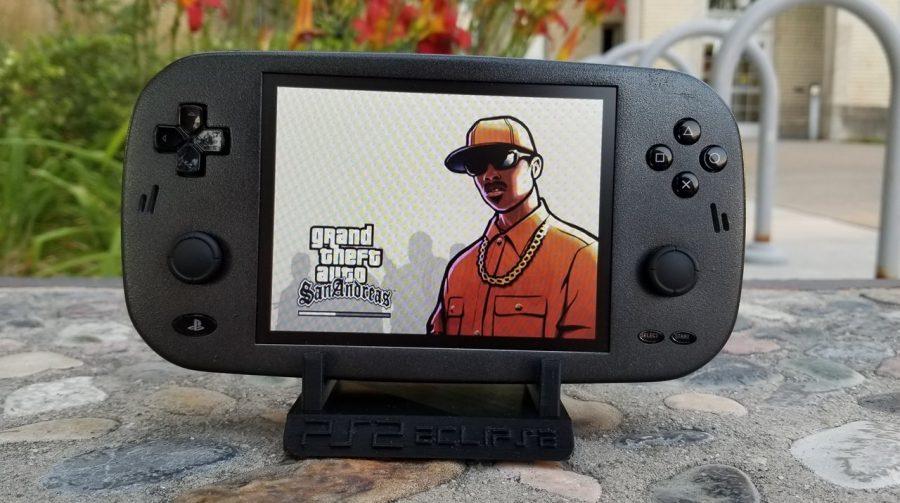 PS2 portátil criado por modder te fará jogar dinheiro na tela