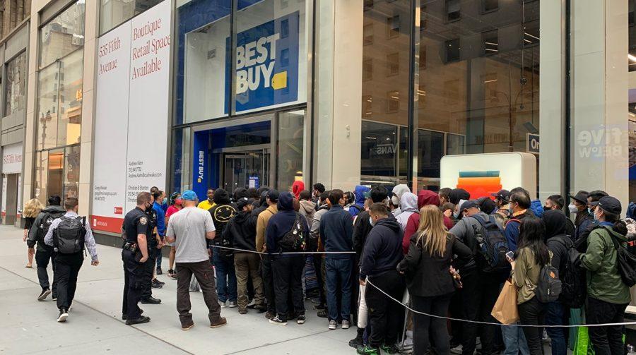 Vendas do PS5 em lojas físicas nos EUA geram filas gigantescas