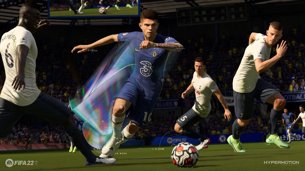 Imagem de capa do artigo de das melhores opções de jogadores jovens e baratos no modo carreira de FIFA 22 com um jogadores do Chelsea em ação