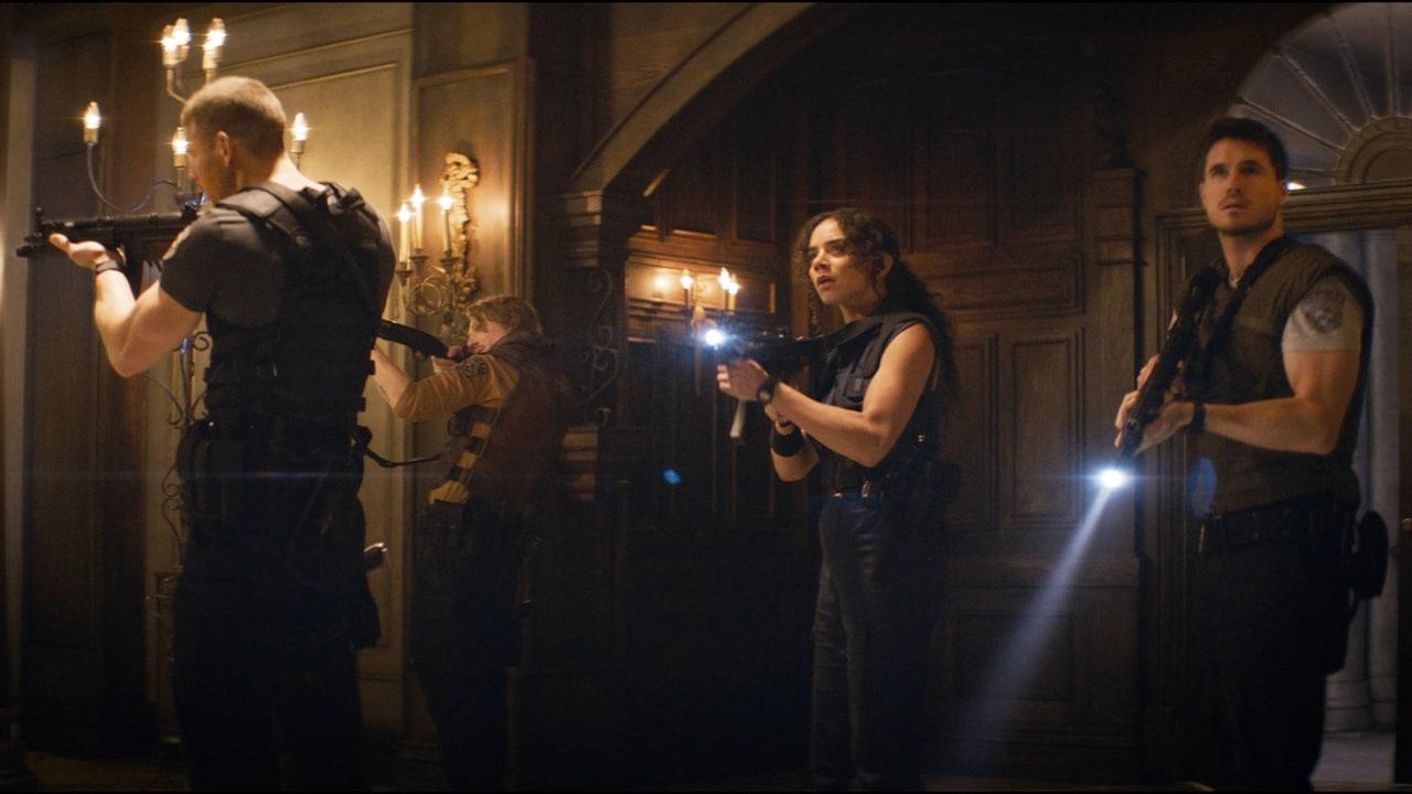 Atores e atriz do novo filme de Resident Evil.