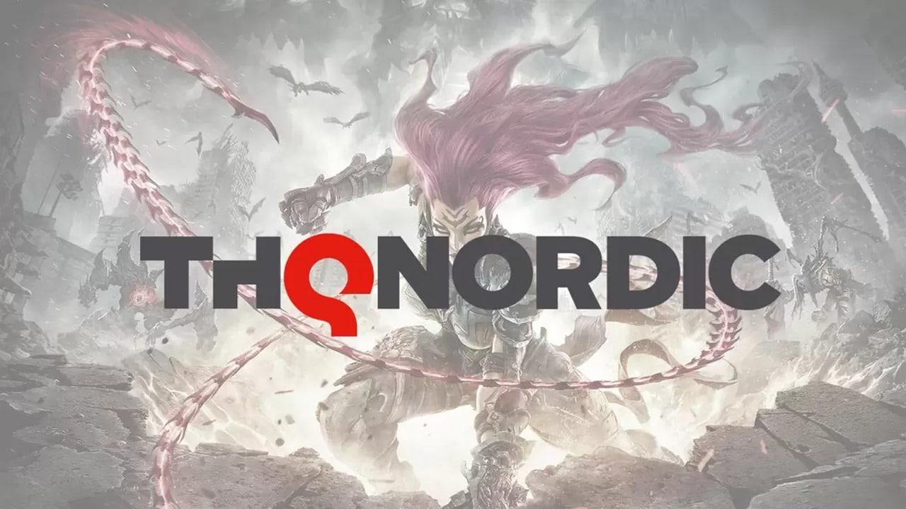 Personagem do jogo Darksiders escrito THQ Nordic ao meio.