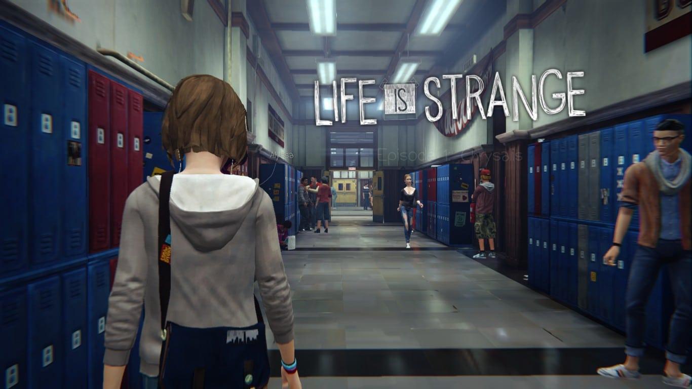 Cena do jogo Life is Strange que a personagem caminha por um corredor da escola