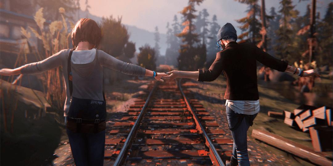 Cena do jogo Life is Strange em que duas personagens estão de mãos dadas e andam em cima do trilho do trem